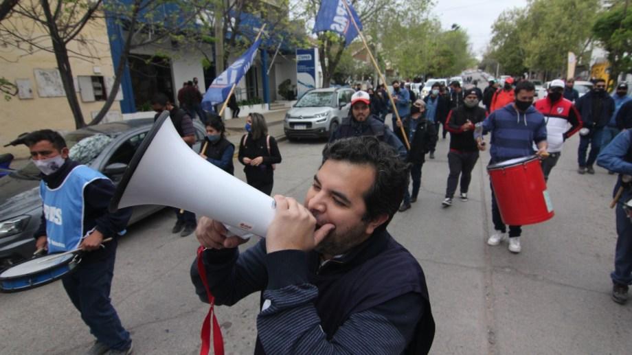 La protesta inició en la sede central del EPAS y luego se trasladó a Casa de Gobierno. Foto: Oscar Livera