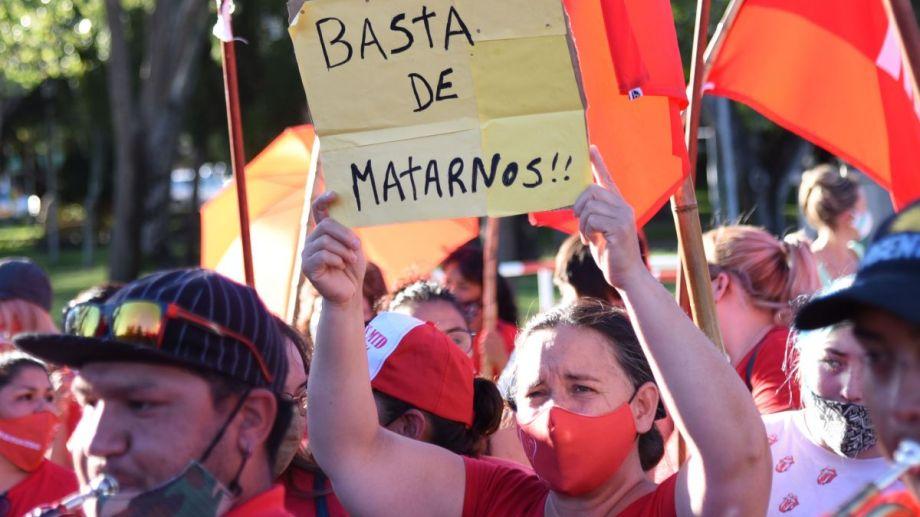 El 23 de febrero Juan Bautista Quintriqueo mató a la joven en pleno centro de la ciudad. Al día siguiente hubo marchas en Villa La Angostura y Neuquén. Foto Florencia Salto.