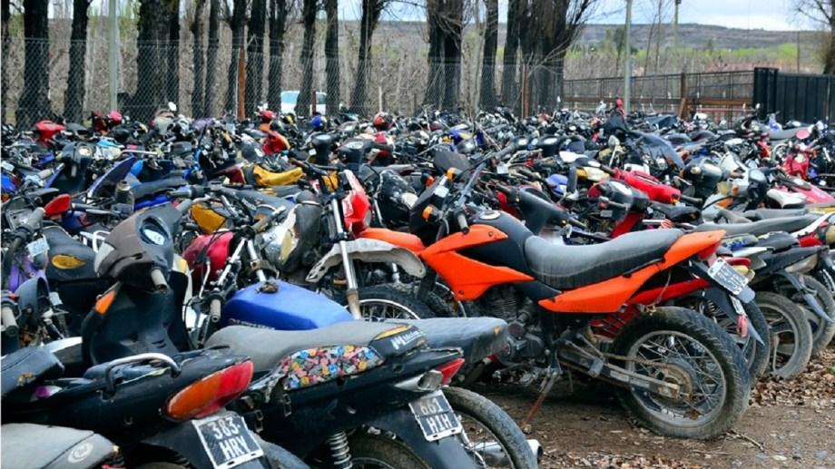 Muchos vehículos que se encuentran retenidos desde hace años, podrán ser subastados. (Foto Néstor Salas)