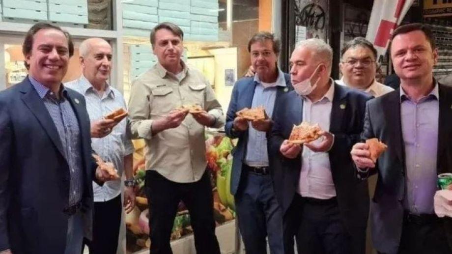 Jair Bolsonaro y su equipo, comienzo pizza en las calles de Nueva York.