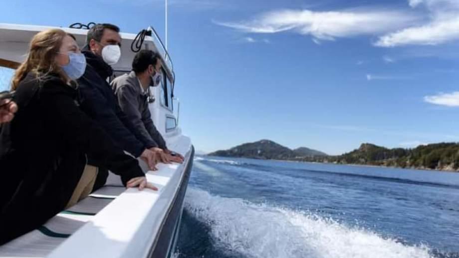 El ministro de Ambiente, Juan Cabandié, observó la costa desde una embarcación de Parques. Foto: gentileza