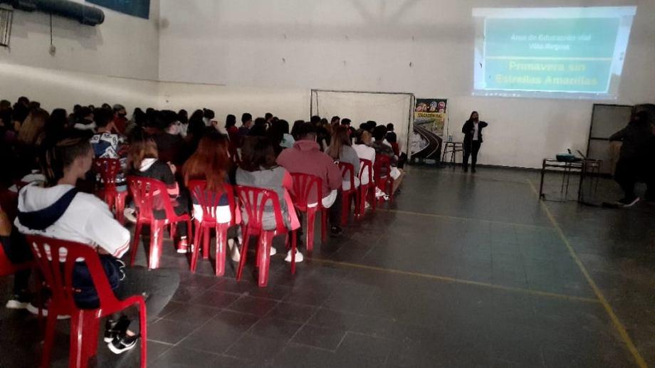 En escuelas de nivel medio se inició una campaña de educación vial. (Foto gentileza)