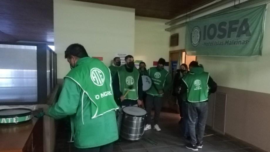 La movilización se lleva a cabo en el primer piso de la terminal de Bariloche. Foto: gentileza