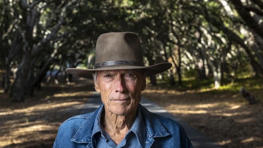 """A sus 91 años, Clint Eastwood retoma su doble rol de director y actor en """"Cry Macho"""", un western actualizado donde busca redimirse de cierto pasado."""
