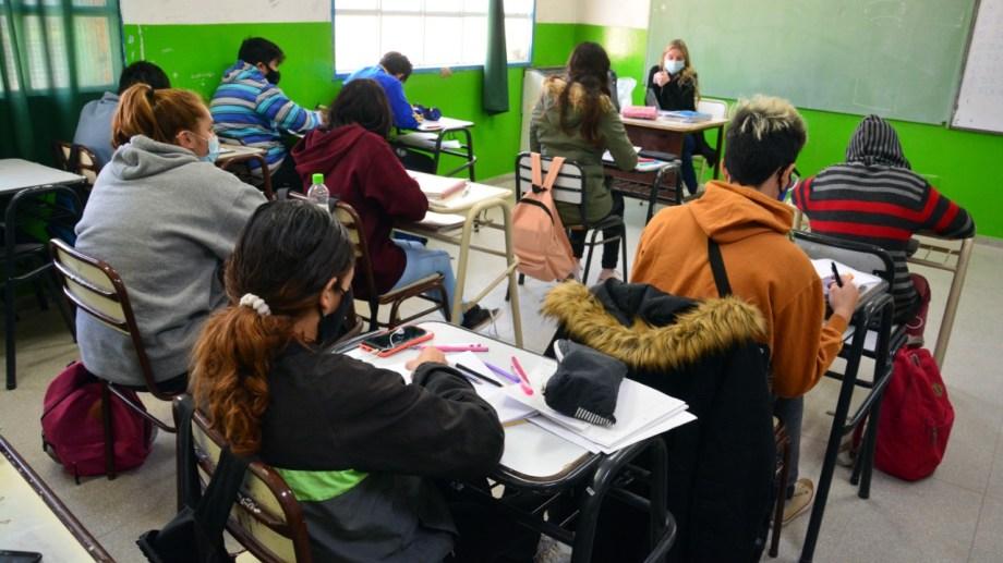 Las clase presenciales se reiniciaron sin problemas en las escuelas de la capital provincial. Foto: Marcelo Ochoa.