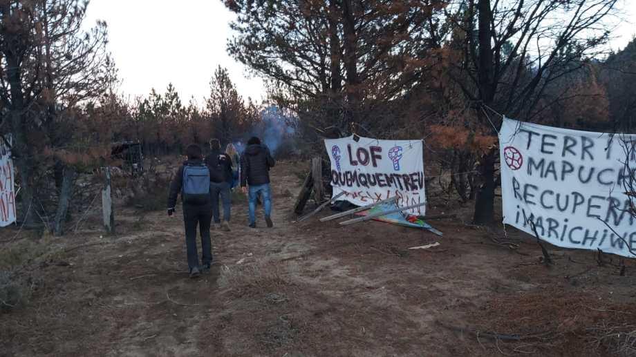 La fiscal jefa Betiana Cendón desmintió que haya habido excesos policiales durante el allanamiento que se hizo el viernes último en el campo tomado por la comunidad mapuche Quemquemtreu, en Cuesta del Ternero. (Foto gentileza)