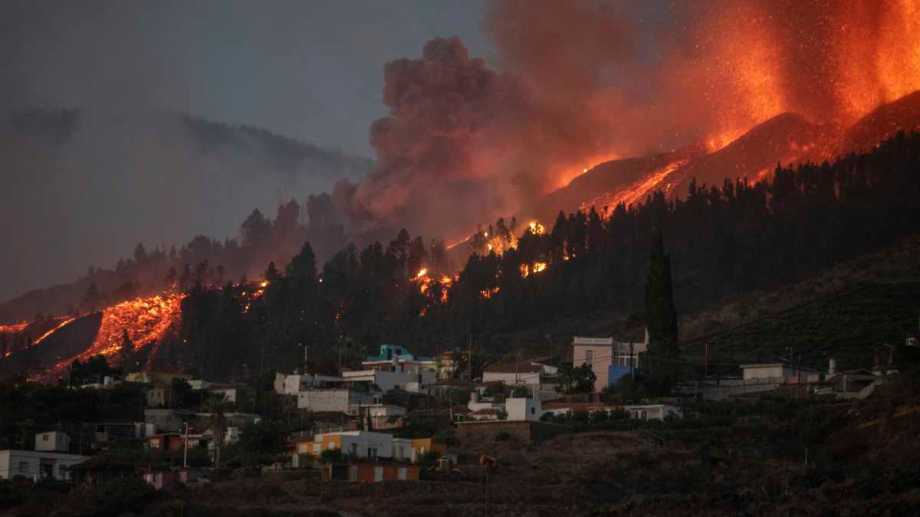 La erupcion del volcán Cumbre Vieja generó destrozos en La Palma, Islas Canarias. Foto AP.