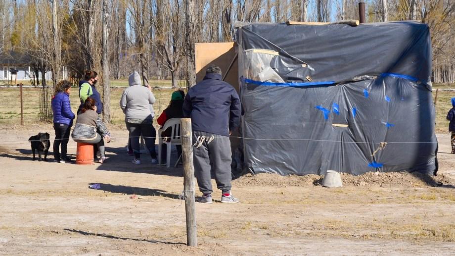 Las familias fueron intimadas a abandonar las tierras que ocupan desde hace 30 días. (Foto Néstor Salas)