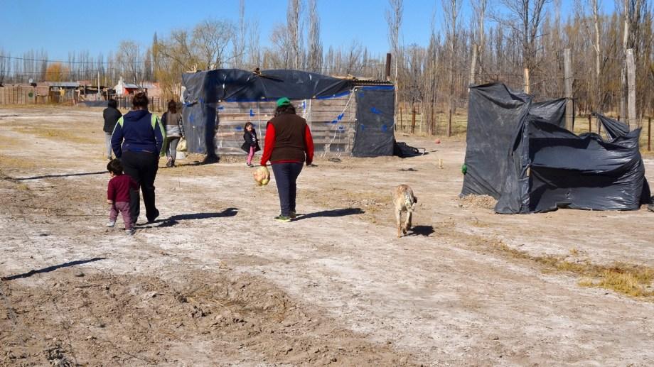 Terrenos fiscales en cercanías del barrio Villa Alberdi fueron ocupados por familias. (Foto Néstor Salas)