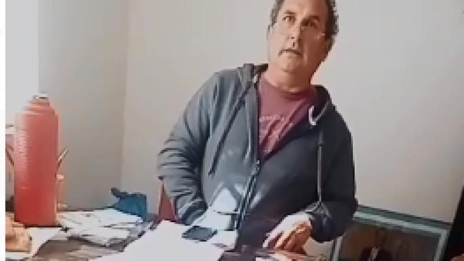 """El intendente de Lamarque, Sergio Hernández, fue denunciado públicamente por supuesto """"pago"""" de votos. Imagen captura de video"""