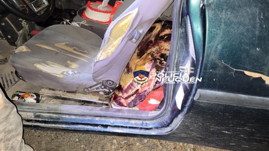 Llevaba 50 kilos de carne y una torta de cumpleaños en la camioneta. (gentileza Policía de Neuquén)