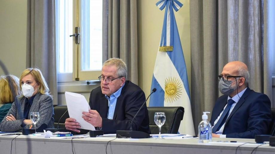 Marcelo Mango a la izquierda del ministro de Educación, Jaime Perczyk. Foto: gentileza.
