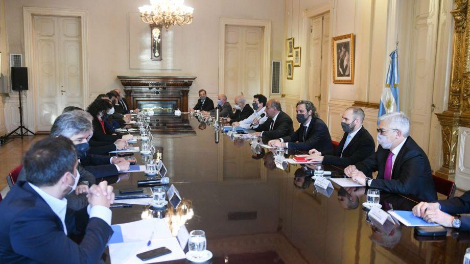 El jefe de Gabinete, Juan Manzur, encabezaba esta mañana la primera reunión del Gabinete nacional de ministros, en el Salón Eva Perón, de la Casa de Gobierno. (Foto: Télam)
