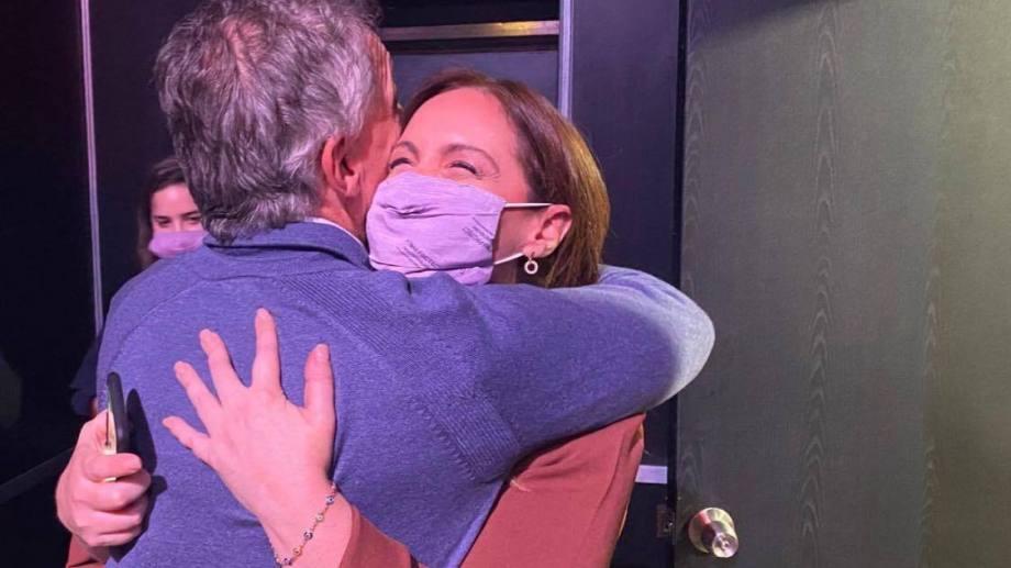 Macri y Vidal, en un abrazo triunfal tras los resultados de CABA.