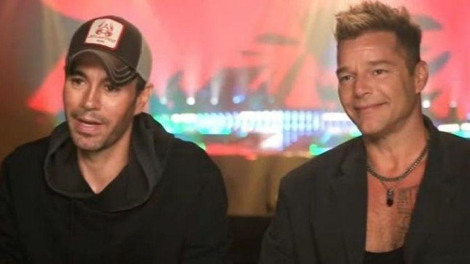 Ricky Martin se presento junto a Enrique Iglesias y sorprendió por su aspecto.-