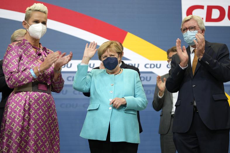Con la derrota de Angela Merkel, partidos alemanes se lanzan a formar el primer Gobierno sin ella