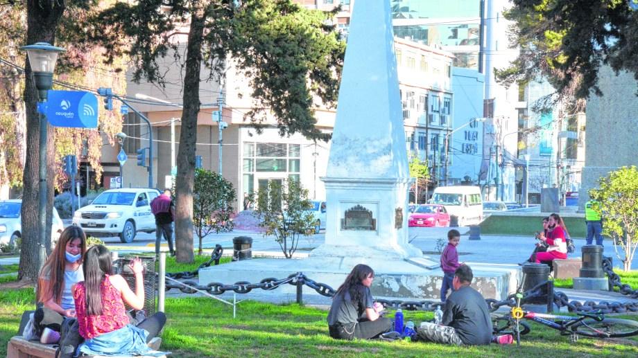 El monolito fundacional estaba originalmente donde hoy se encuentra el monumento a San Martin. (FOTO: Yamil Regules)