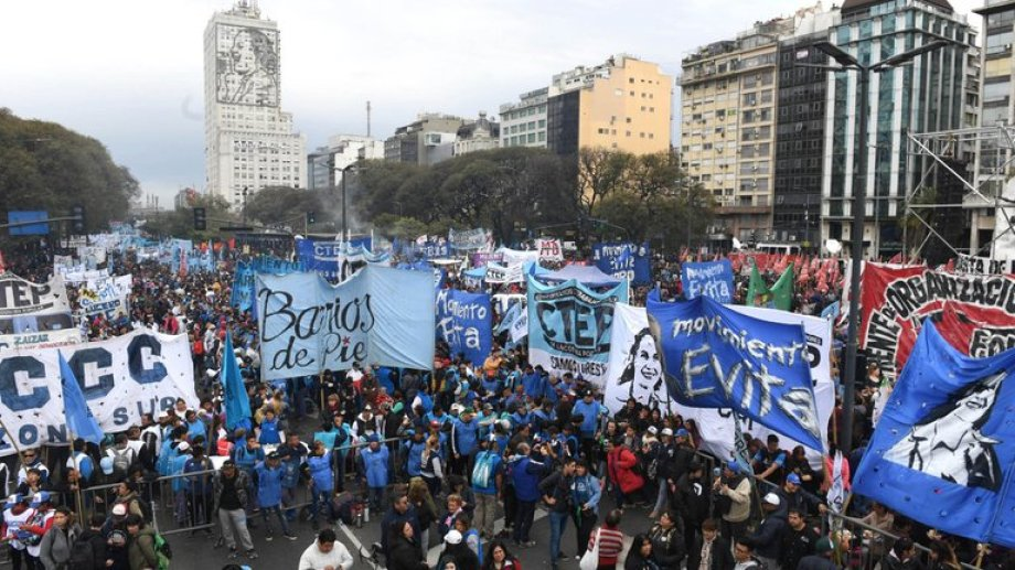 Los movimientos sociales marcharán a Plaza de Mayo en apoyo a Alberto Fernández.