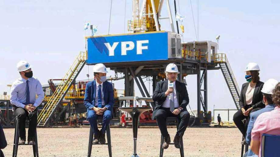 El presidente Fernández visitó Vaca Muerta. Estuvo en el yacimiento Loma Campana de YPF. Foto: Archivo.