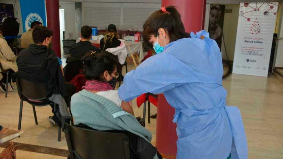 Para recibir la primeras dosis, hay que inscribirse previamente en la página del ministerio de Salud de Neuquén. Foto: Archivo