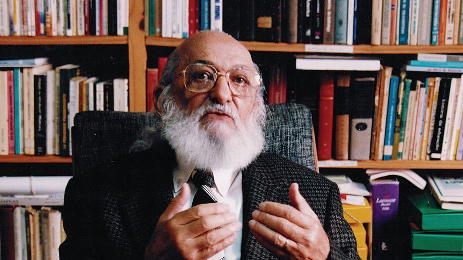 """Paulo Freire, filósofo y pedagogo brasileño, autor de """"Pedgogía del Oprimido""""."""
