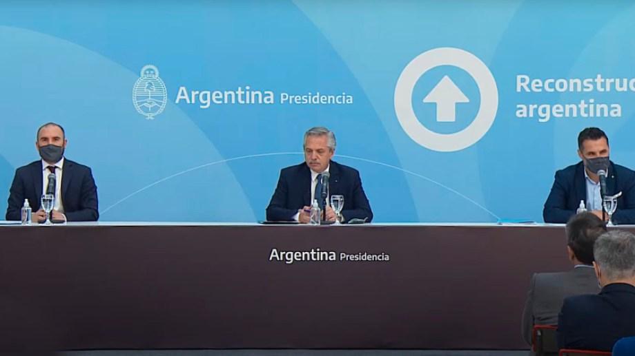 El presidente Fernández, el ministro Guzmán y el secretario Martínez presentan la ley de promoción de hidrocarburos.