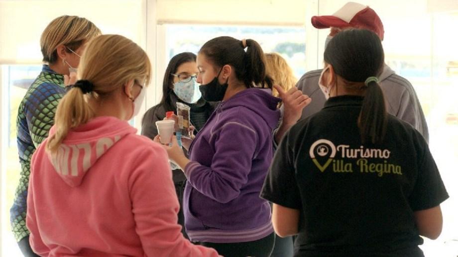 La realización de Tardes Dulces y la Fiesta del Inmigrante, propuestas que convocan en Villa Regina. (Foto gentileza)