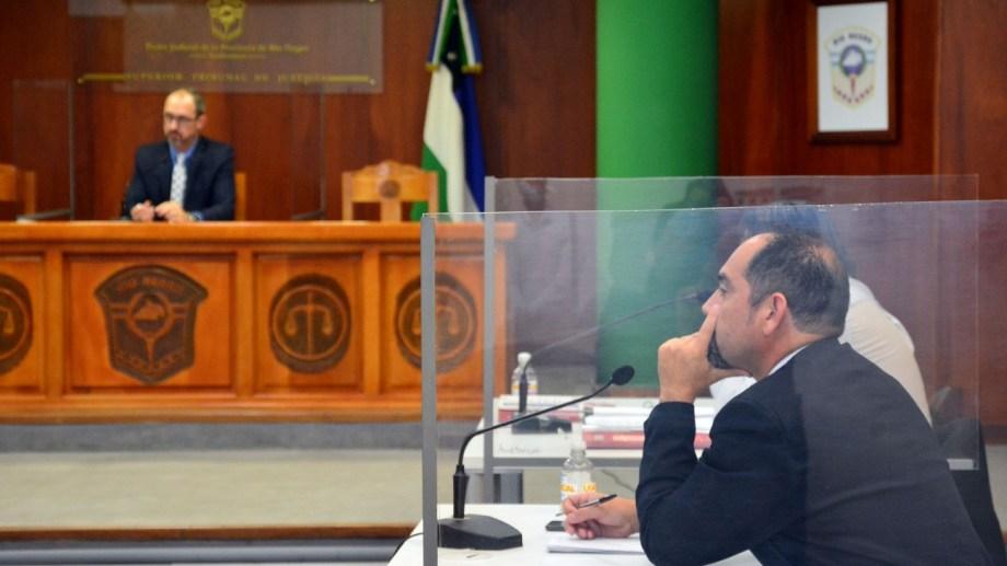 El juez Brussino y Tamburrini durante la audiencia realizada en Viedma. Foto: Marcelo Ochoa.