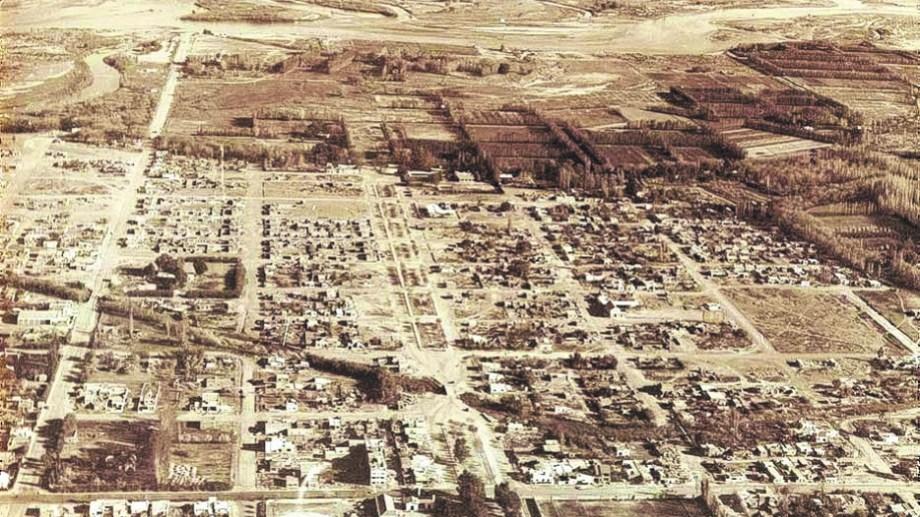 Viviendas separadas por baldíos y un río hacia el sur. (FOTO: Archivo Histórico Municipal)
