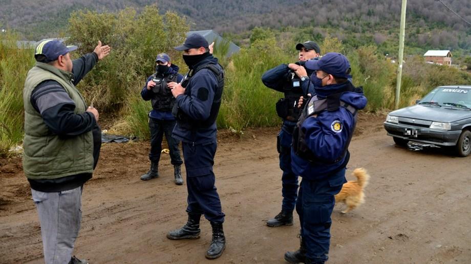 Desde hace semanas hay tensión en la toma de la ladera sur del cerro Otto, en Bariloche. Ayer hubo un enfrentamiento entre policías y ocupantes. Archivo