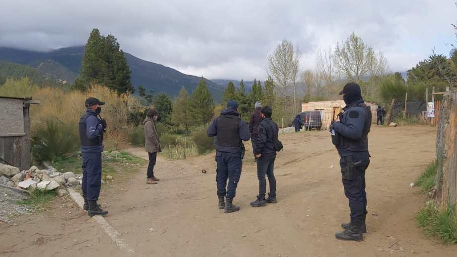 Para la búsqueda de Santana se utilizaron perros adiestrados. El cuerpo apareció el miércoles en una cantera de Bariloche. Archivo