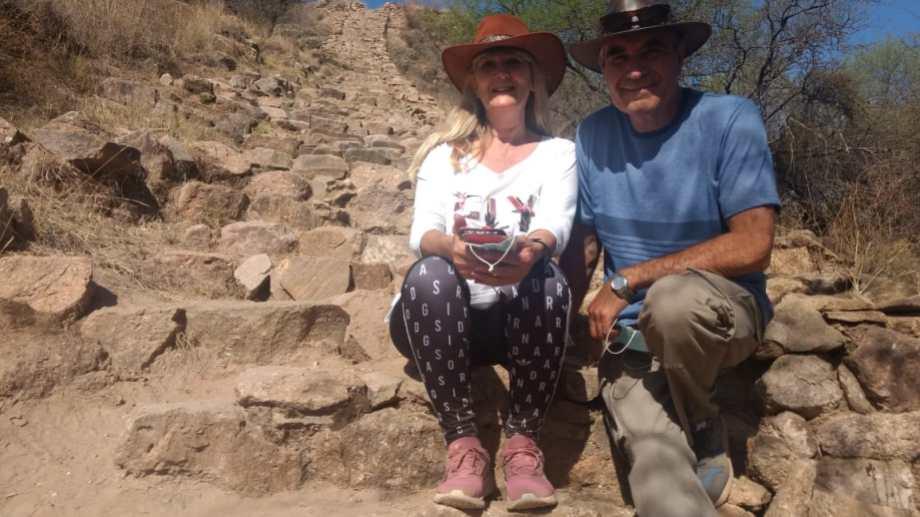 Ana y Carlos en Londres, una localidad turística de la provincia de Catamarca, en el departamento Belén, a la vera de la Ruta Nacional 40.
