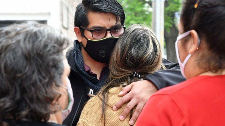 Familiares y amigos de la víctima marcharon a la comisaria y a la escuela pidiendo justicia por Lucas Cancino.