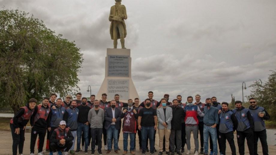 La presentación del único representante de la Comarca Viedma-Patagones, tras la baja de Atenas de Patagones. Foto Gentileza: Prensa Deportivo Viedma (Marcos Aramburu).