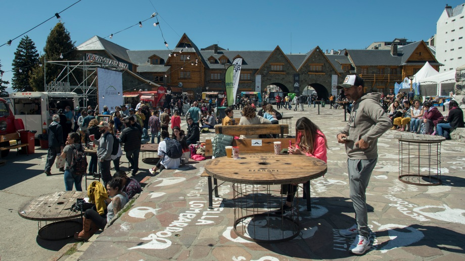 La octava edición del Bariloche a la Carta despertó gran interés entre turistas y residentes. (Foto: Marcelo Martínez)