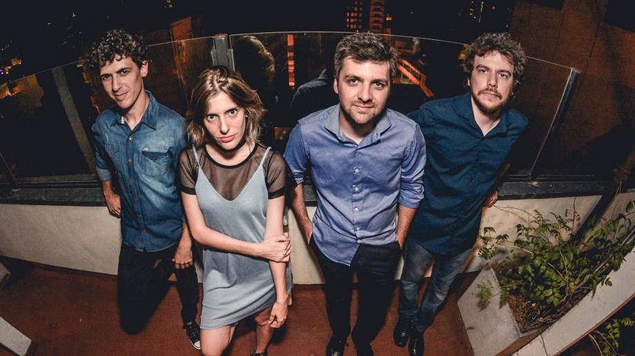 Música para Volar: José Mateucci (batería), Julieta Sciasci (bajo), Alexis Thompson (guitarra) y Bruno Moreno (teclados y arreglos).