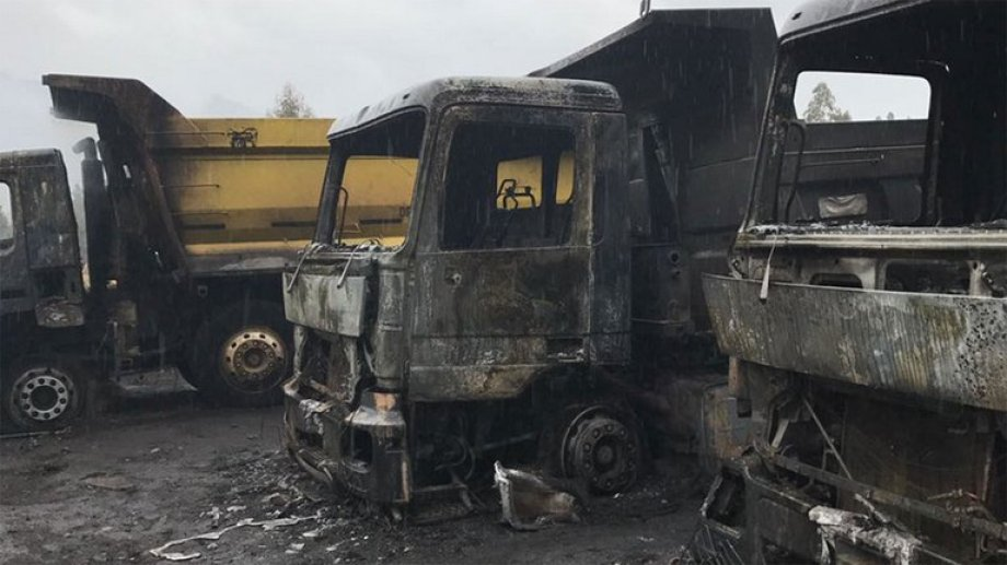 Los camiones quemados en una comuna del sur chileno.