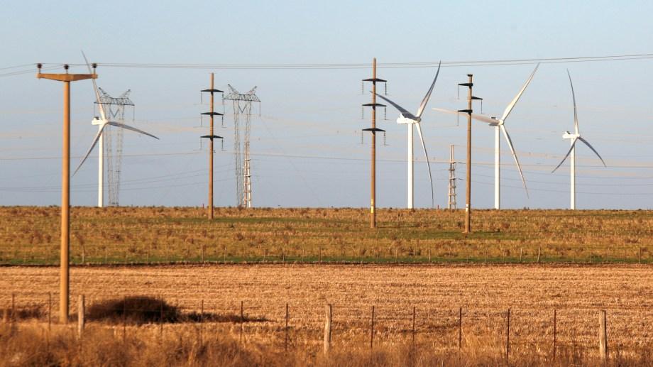 La falta de nuevas líneas de transporte imposibilita el desarrollo de nuevos parques renovables en gran parte del país.