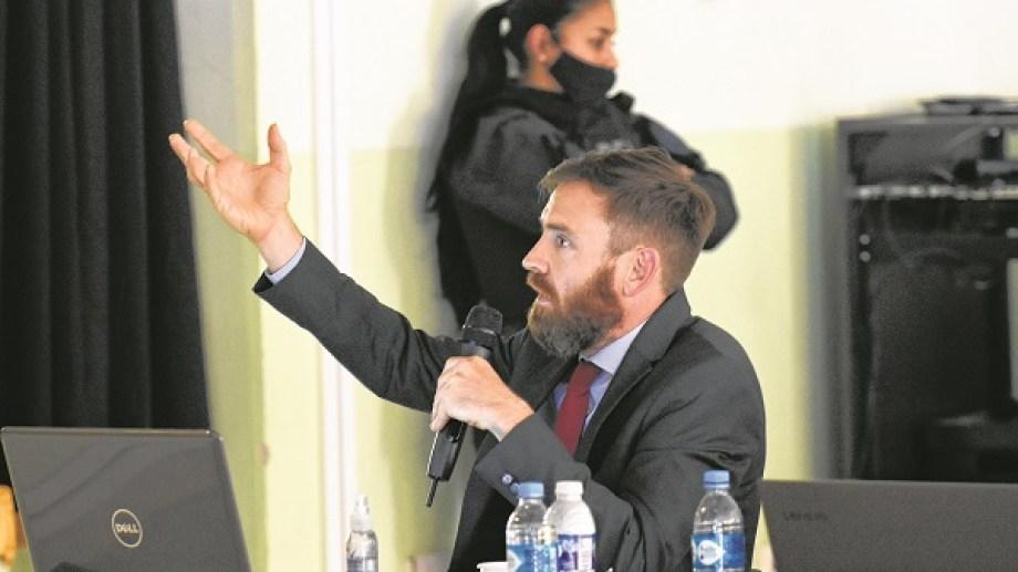 El fiscal federal José Nebbia expuso durante horas las acusación contra los 15 jerarcas de las fuerzas de seguridad (Florencia Salto)
