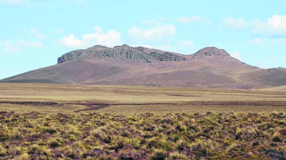Cerro Corona, imponente entre tanta planicie que se prolonga como una letanía hasta donde se pierde la vista.