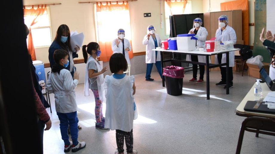 Ayer comenzó la vacunación a menores de 11 años en las escuelas de Neuquén. (archivo Florencia Salto)
