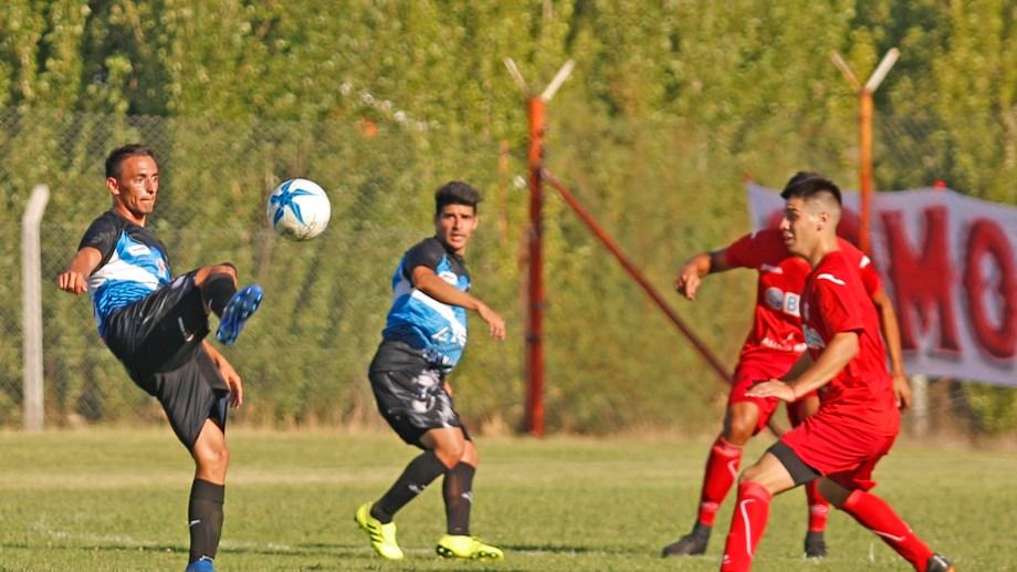 Rincón y el Rojo, dos de los neuquinos que tienen su participación asegurada en el Regional Amateur. Foto: archivo Juan Thomes
