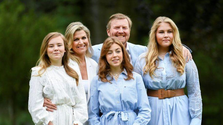 Máxima, el rey y sus hijas.