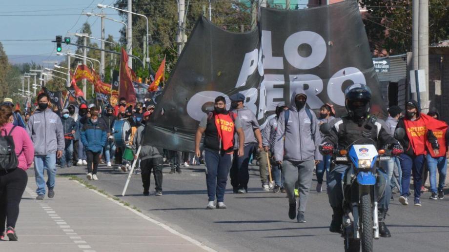 Previo a la permanencia en el Municipio, hubo una movilización que partió desde Novella y Racedo. Foto: Yamil Regules