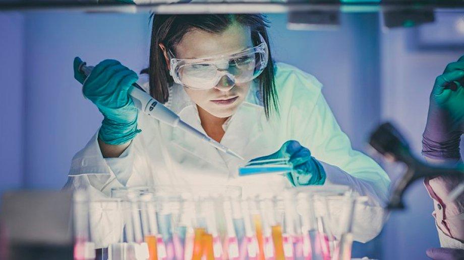 El laboratorio Astrazeneca anunció un cóctel de anticuerpos contra el Covid-19.