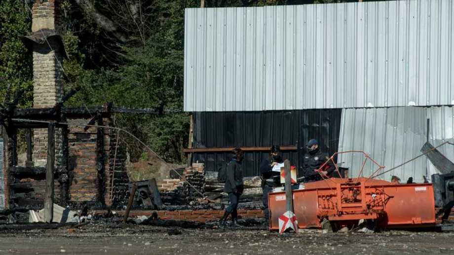 Uno de los ataques incendiarios ocurrió en el destacamento de Vialidad Rionegrina en Bariloche. Foto: Archivo/Marcelo Martínez