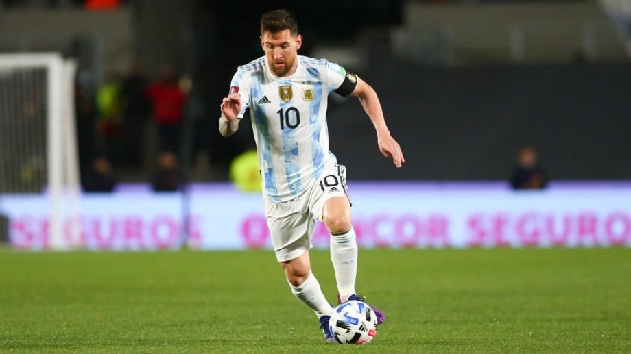 Lionel Messi, capitán y bandera de la selección argentina que hoy recibe a Perú en el Monumental.
