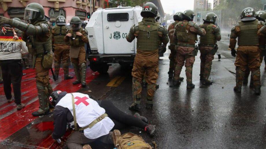 """Denisse Cortés estaba participando de la """"Marcha de la Resistencia Indígena"""" que se efectuó ayer en Santiago."""