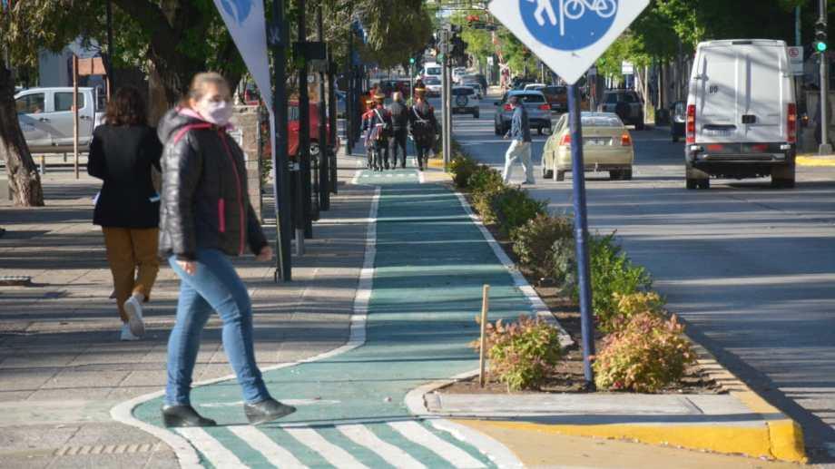Quedaron inauguradas las obras que se realizaban en la Avenida Argentina, en el centro de Neuquén. (Foto: Yamil Regules)