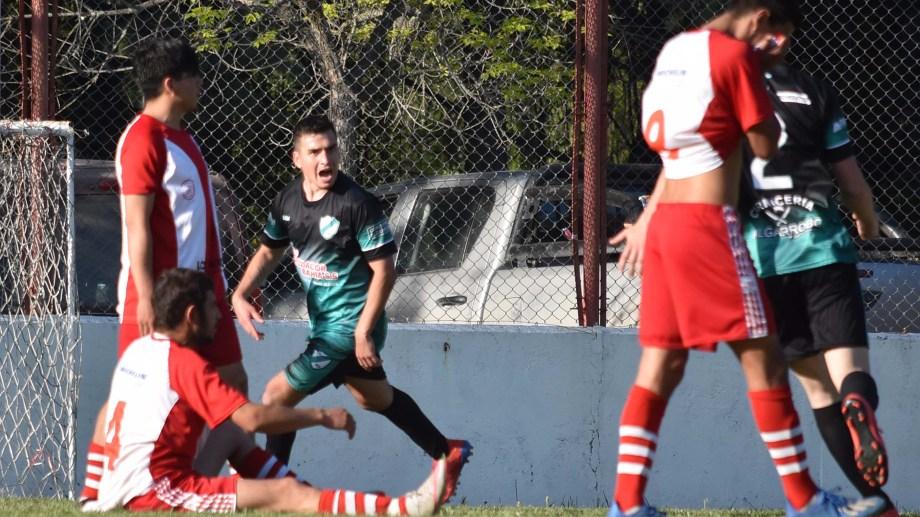Octavio Bilbao marcó tres goles para la victoria del puntero del campeonato. Foto: Jorge Tanos